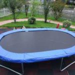 Oval trampolin
