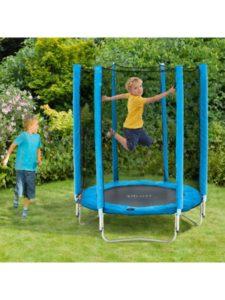 Stor indendørs trampolin til drenge